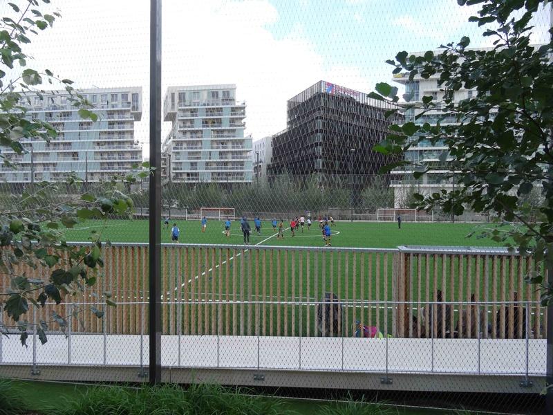 Terrain de foot et de rugby Dsc03638