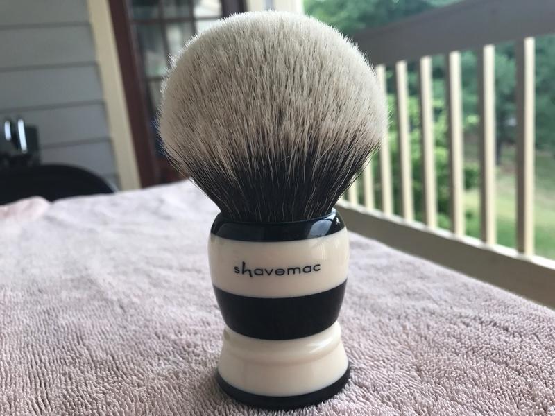 Qui serait partant pour un blaireau  shavemac  ? P7ztcm10
