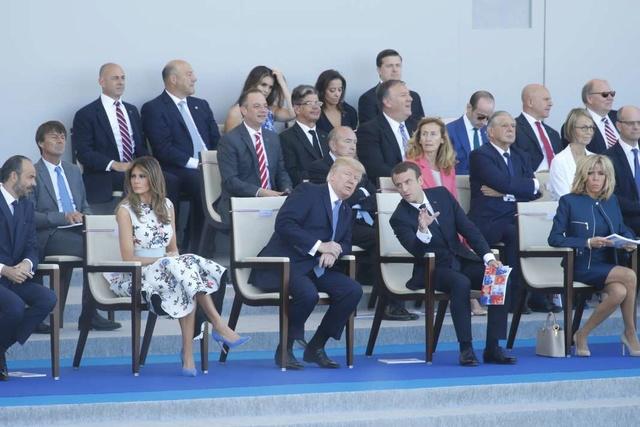 Emmanuel Macron ouvre le défilé du 14-Juillet avec Donald Trump en invité d'honneur 83208910
