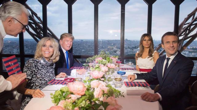 Les couples Trump et Macron sont arrivés au restaurant Jules Verne  Direct10