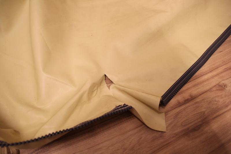 tapis - Petite casse sur le tapis de sol à l'entrée d'une Biscaya440 Img_9212