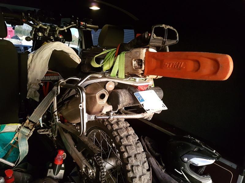 Transport de motos dans un camion 20170210