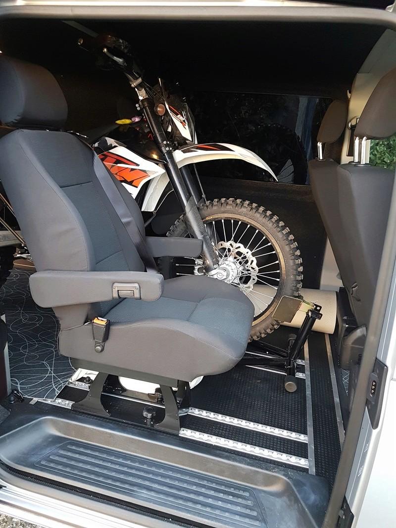 Transport de motos dans un camion 20170211