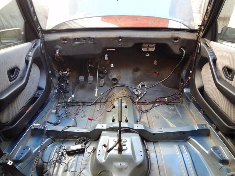 Peugeot 405 Signature ( Madagascar ) Dsc00620