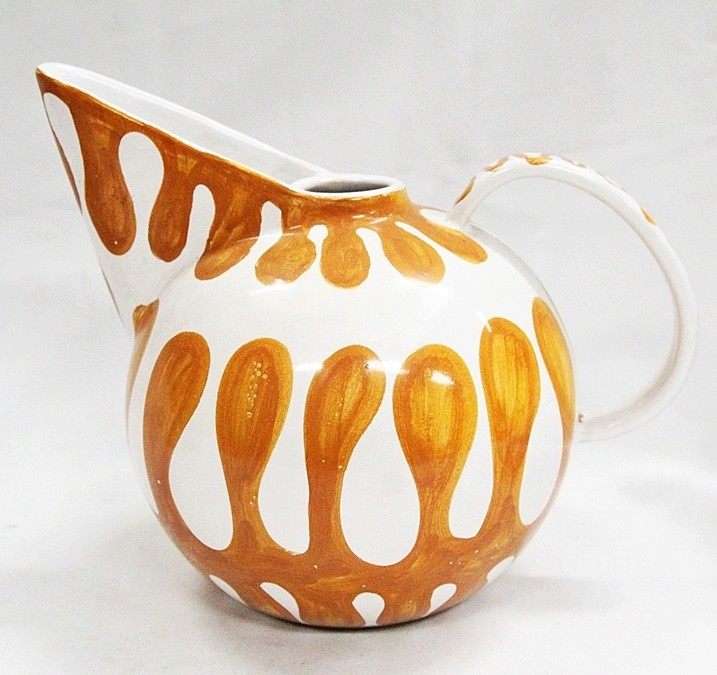 Unknown mark on Italian pottery jug-Is it a flower?a flying mouse? S-l16011