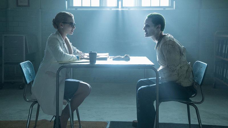 The Joker (Phoenix / De Niro) (October 2019) Joker-10