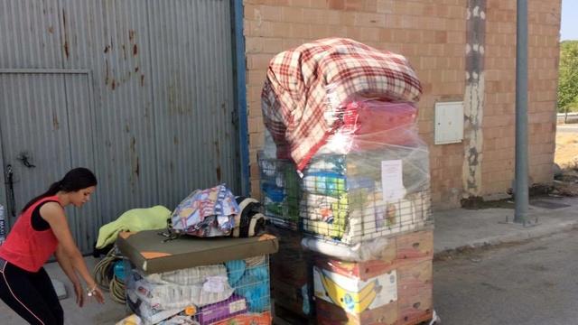 8 sept 2 pallets aangekomen bij Huellas con Esperanza 21533810