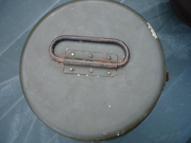 tonneau et thermos à identifier Dsc07917