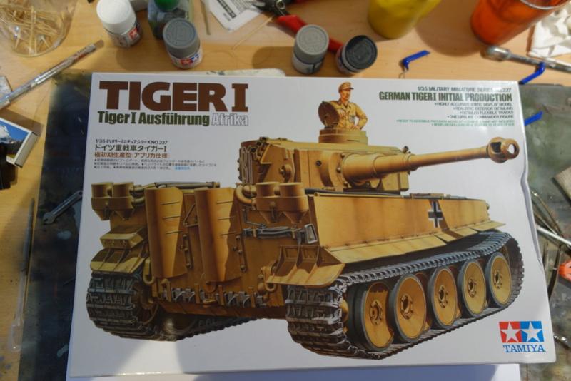 Diorama Petit déjeuner + Briefing (Tiger 1 1/35) Dsc03305