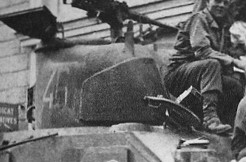 le char MORT HOMME - Page 2 Mort-h10