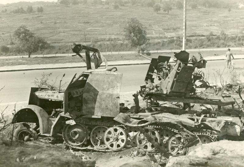 Sherman m4a3 76 mm  Lt Zagrodski Sdkfz_10
