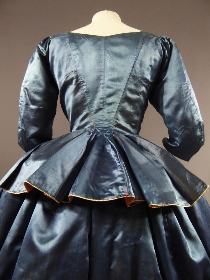 robes XVIIIe: styles, couleurs et matières  27680010