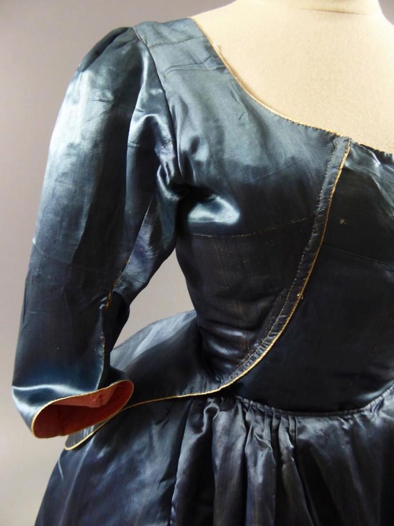 robes XVIIIe: styles, couleurs et matières  27680011