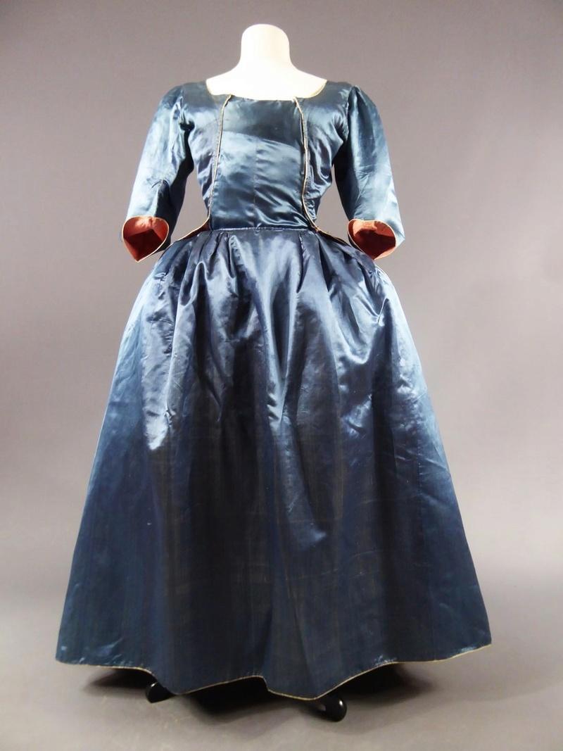 robes XVIIIe: styles, couleurs et matières  27680015