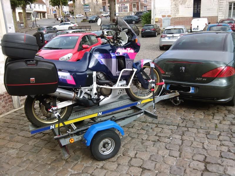 comment arrimez vous la moto sur une remorque?? - Page 3 Img_2011