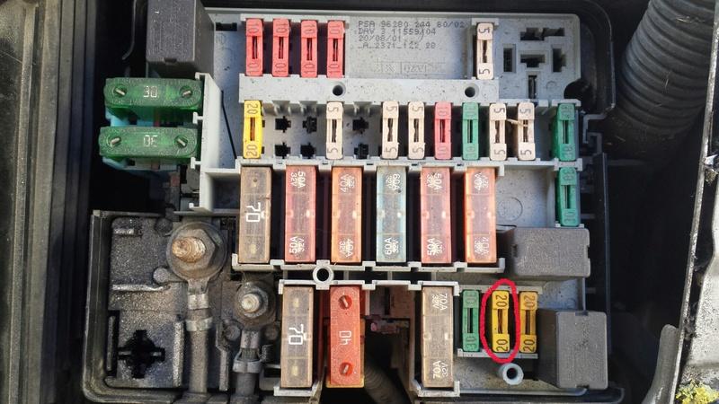 Schéma boitier fusible moteur 206 1.6 16V 2017-011