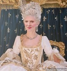 politique - Marie-Antoinette dans la politique actuelle - Page 32 Nkm-ma10