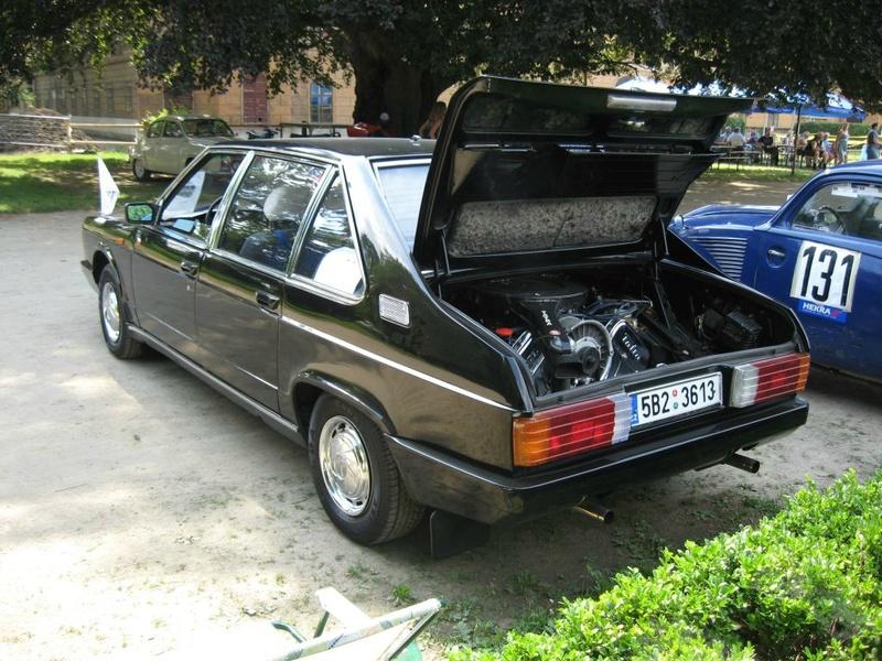 Une petite place dans le garage ? Tatra_10