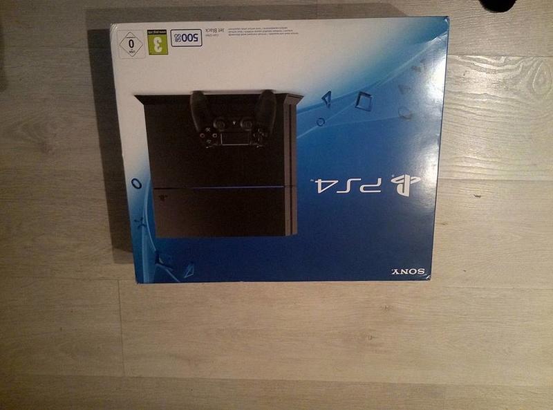 [ESTIM] console ps4 + boite + 10 jeux  20621810