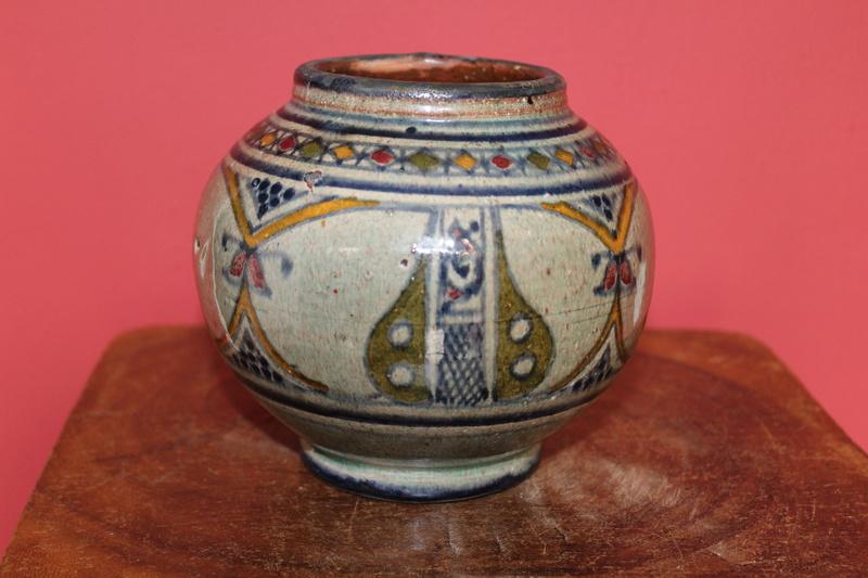 Continental vase/ pot Img_0410