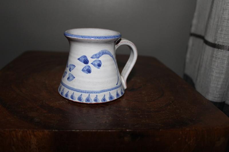 Id on pottery mug Img_3110