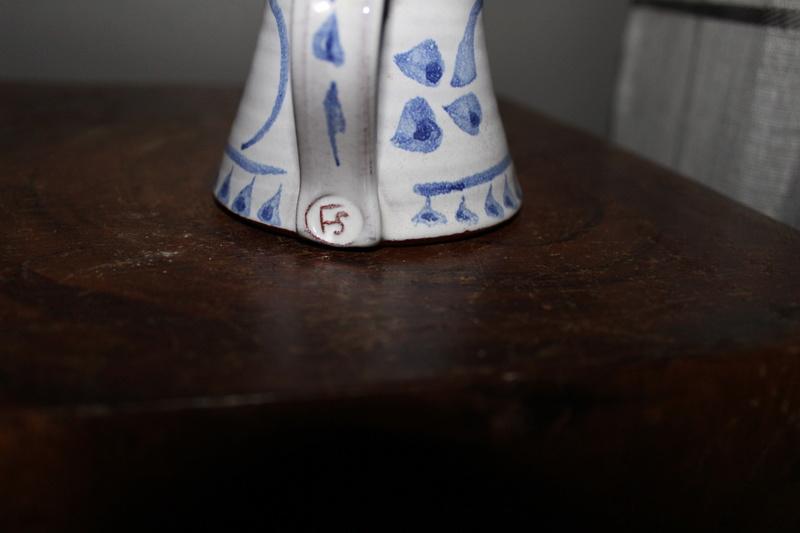 Id on pottery mug Img_3111