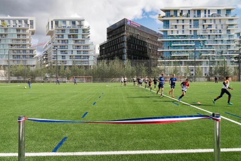 Terrain de foot et de rugby Clipbo54