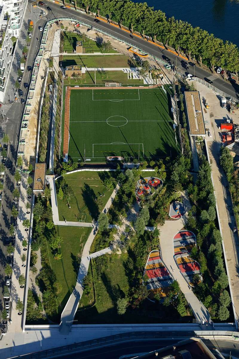 Terrain de foot et de rugby Djc3vc10