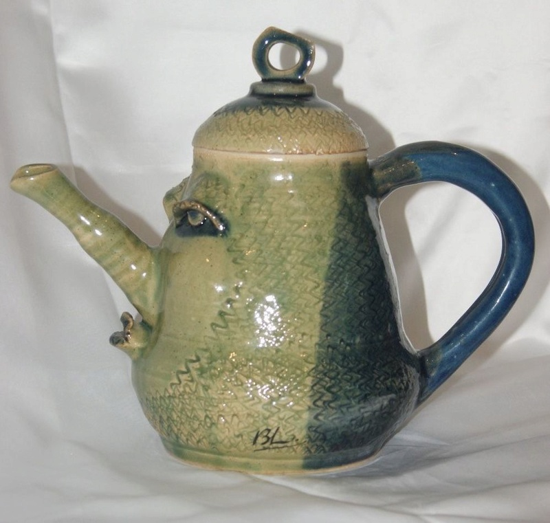 Strange tea/coffee pot with even stranger marks S-l16015