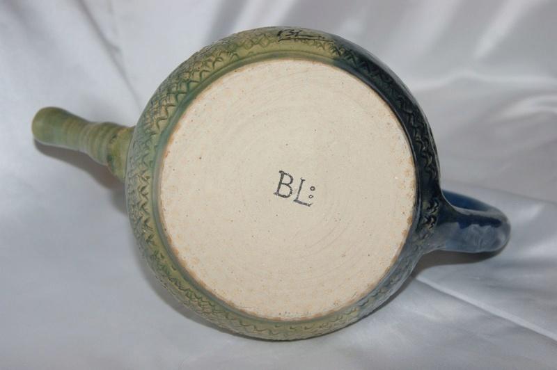 Strange tea/coffee pot with even stranger marks S-l16016