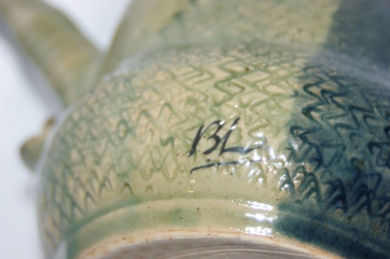 Strange tea/coffee pot with even stranger marks S-l16017