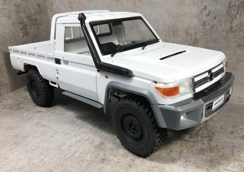 Toyota LC70 sur MST CFX. _vyr_110
