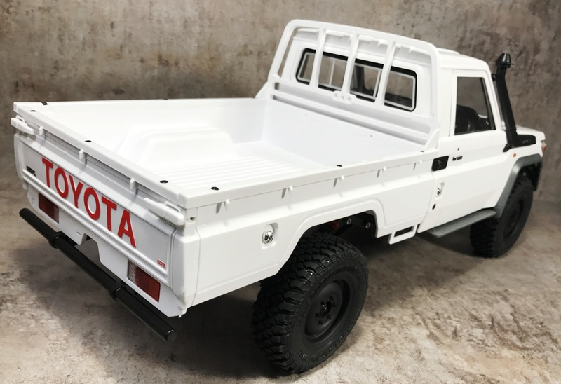 Toyota LC70 sur MST CFX. _vyrp110