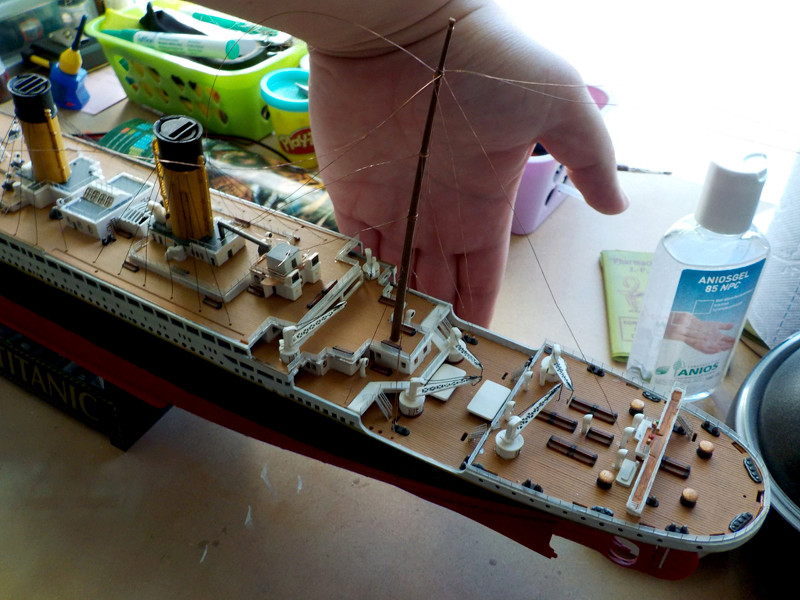 Titanic 1/400 de Revell - Page 10 Dscn3113