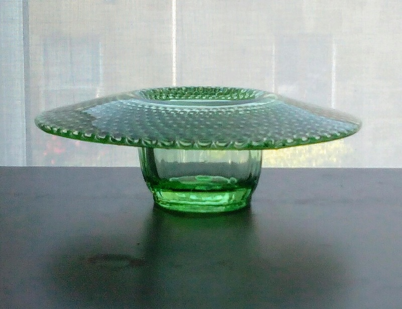 Green glass bowl - any ideas? Img_2024