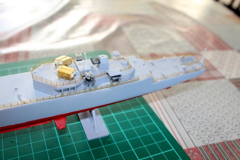 fregate duquesne heller 1/400 Img_7818