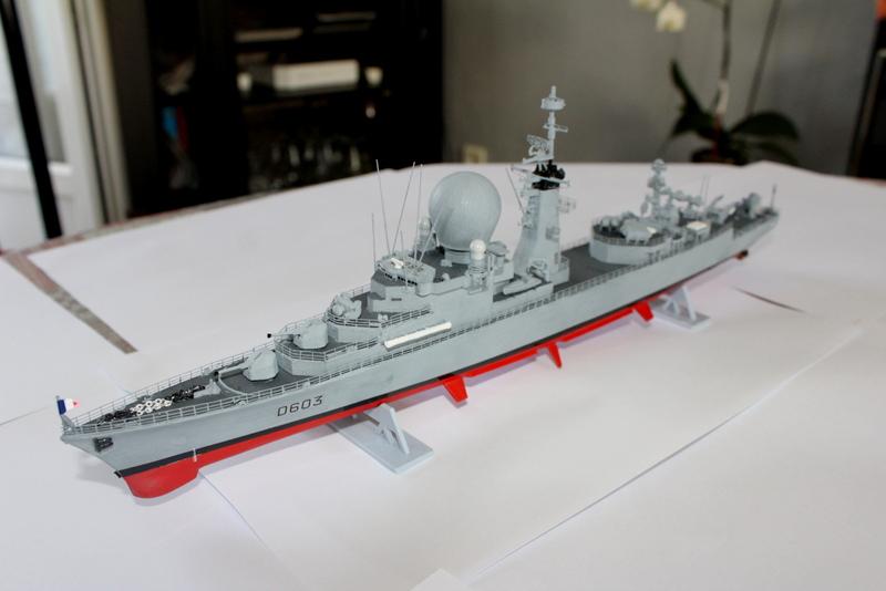 fregate duquesne heller 1/400 Img_8414
