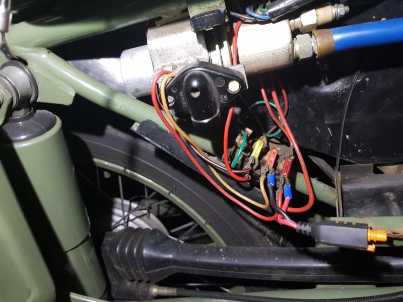 Electricité des motos administratives (250/A) 20170911