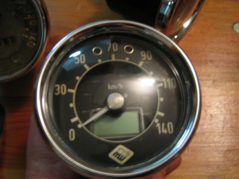 Tous les compte-tours et indicateurs de vitesse Img_0110
