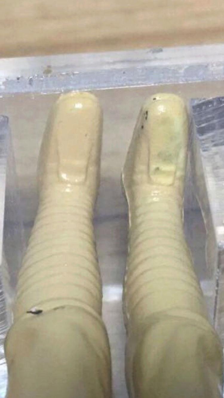Manufacturers defect on dt luke Farmboys leg? Img_0534