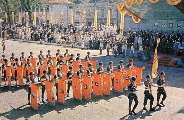 Kỷ niệm lịch sử văn hóa của QLVNCH có những ngày Quốc Khánh và ngày Quân Lực... Dion_b10