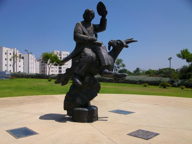 Городские скульптуры - Страница 4 Uaeeza13