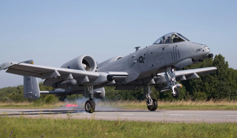Fairchild-Republic A-10 Thunderbolt II  Dg44ol10