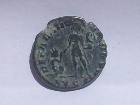 AE2/ Maiorina de Magno Máximo. REPARATIO REIPVB. Lyon 102_4117