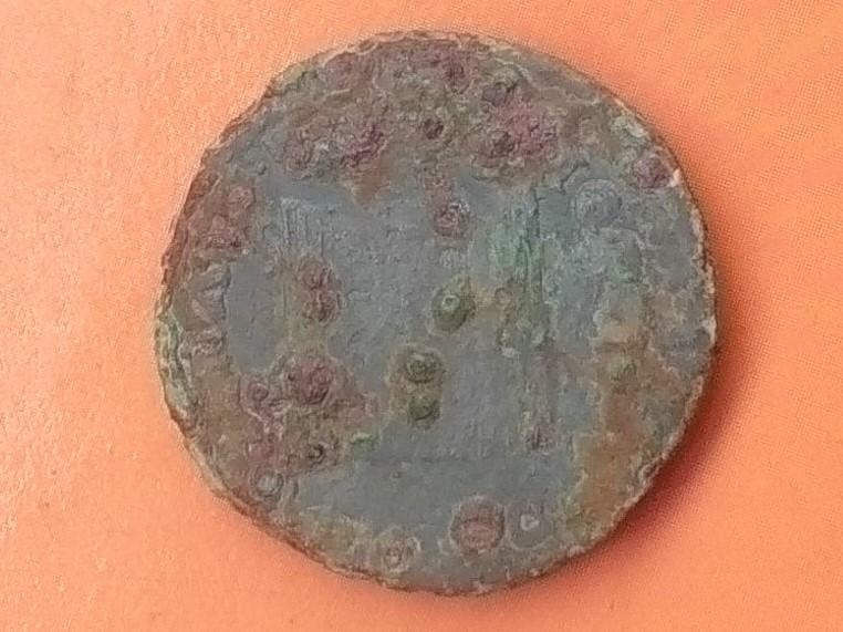 Dupondio de Emerita Augusta, época de Augusto. P CARISIVS LEG AVGVSTI - EMERITA. Puerta de la ciudad. Img_2026