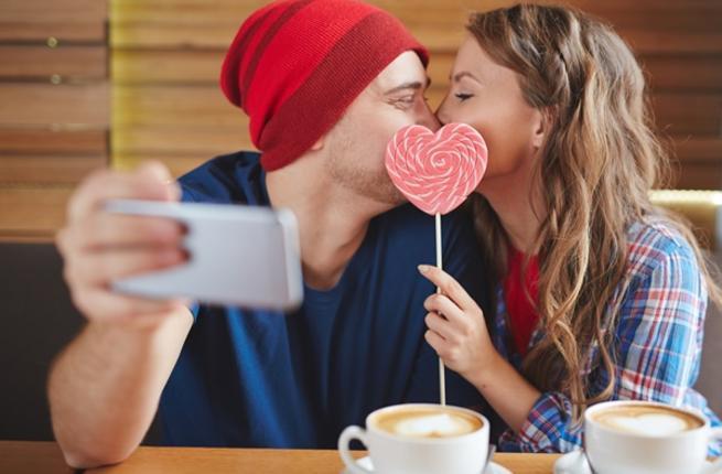 لماذا يبقى الأزواج في علاقات غير سعيدة؟ Romanc10