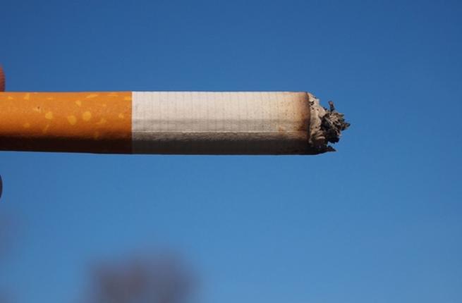 عزيزي الرجل: هذا ما تستهلكه في كل مرة تدخن سيجارة Smokin10