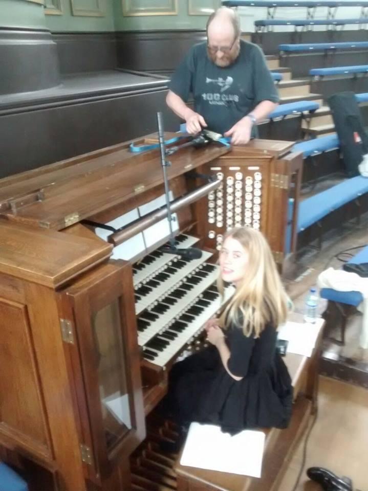 """Anna von Hausswolff - """"All Thoughts Fly"""" (2020) - Instrumental órgano de tubos - Página 10 21271210"""