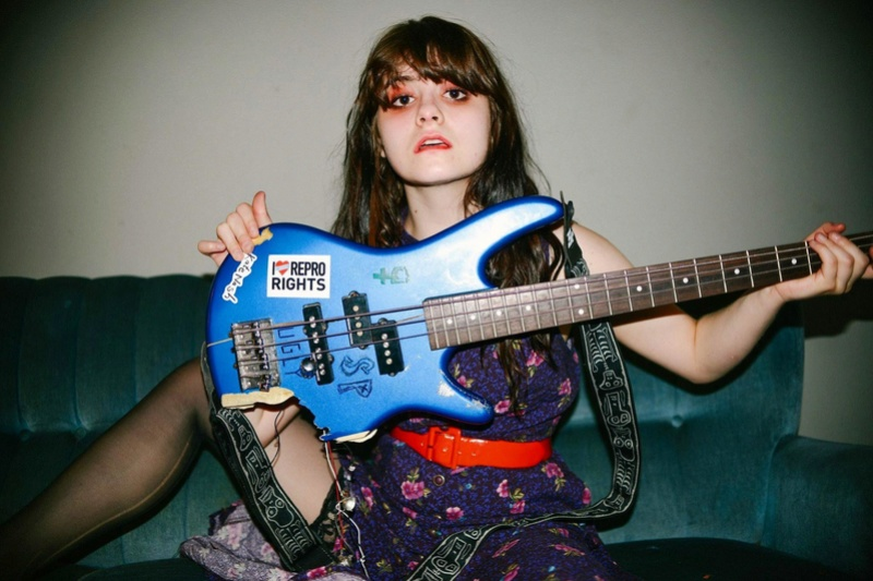 Skating Polly (punk, garaje, riot grrrl, pop, grunge) (Nirvana, Babes in Toyland, Bikini Kill, Regina Spektor, J. Cash) - Página 3 Bajo_210