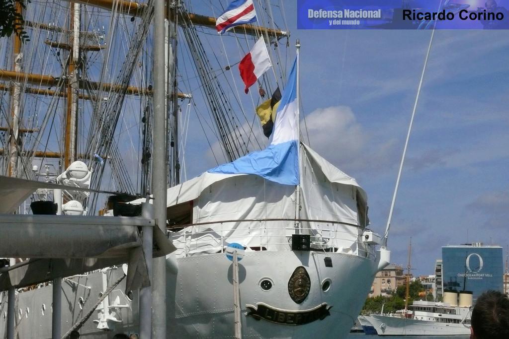 La Fragata Libertad en el puerto de Barcelona. P1170717